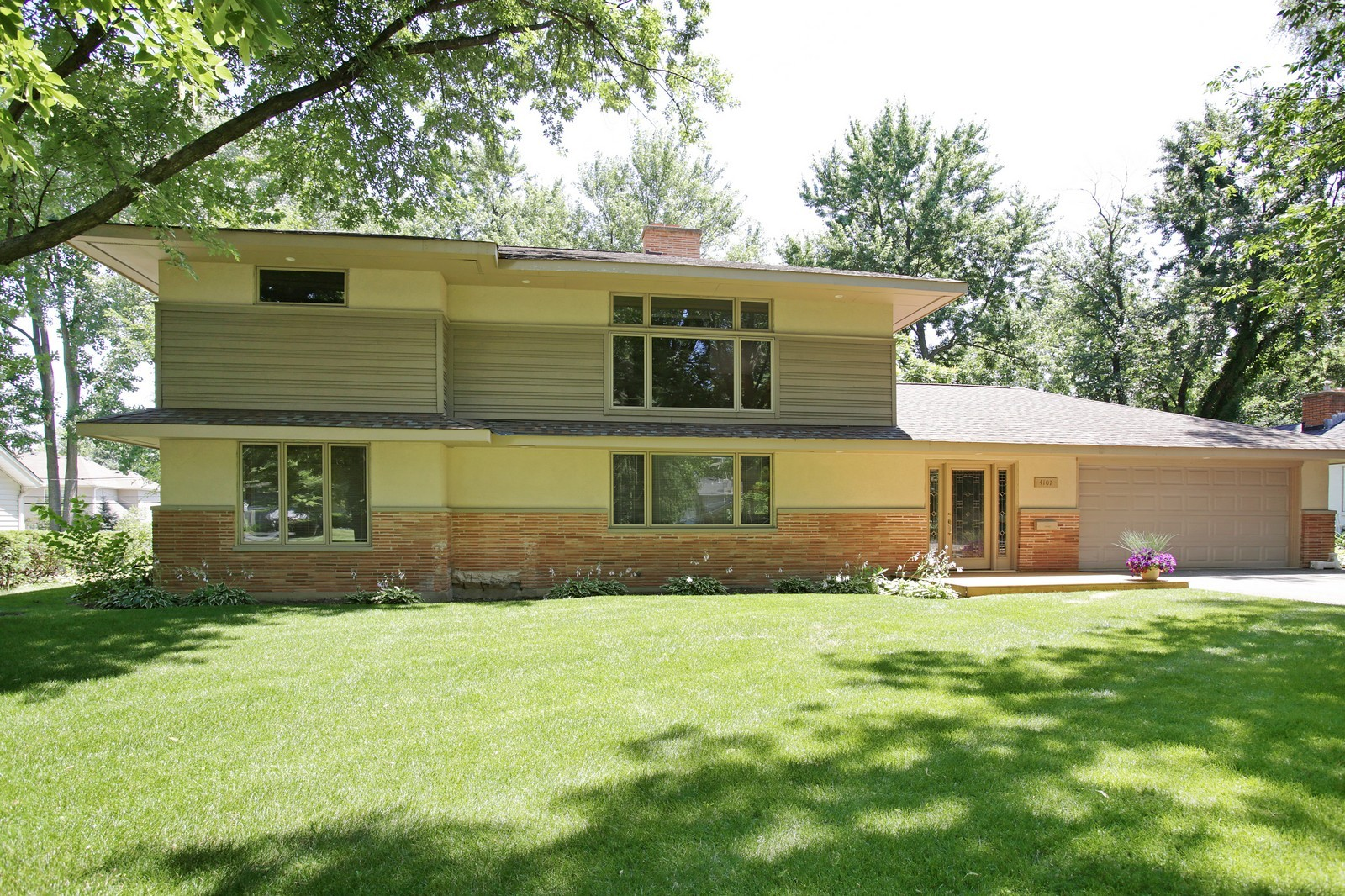 Real Estate Photography - 4107 Washington St, Downers Grove, IL, 60515 - Front View
