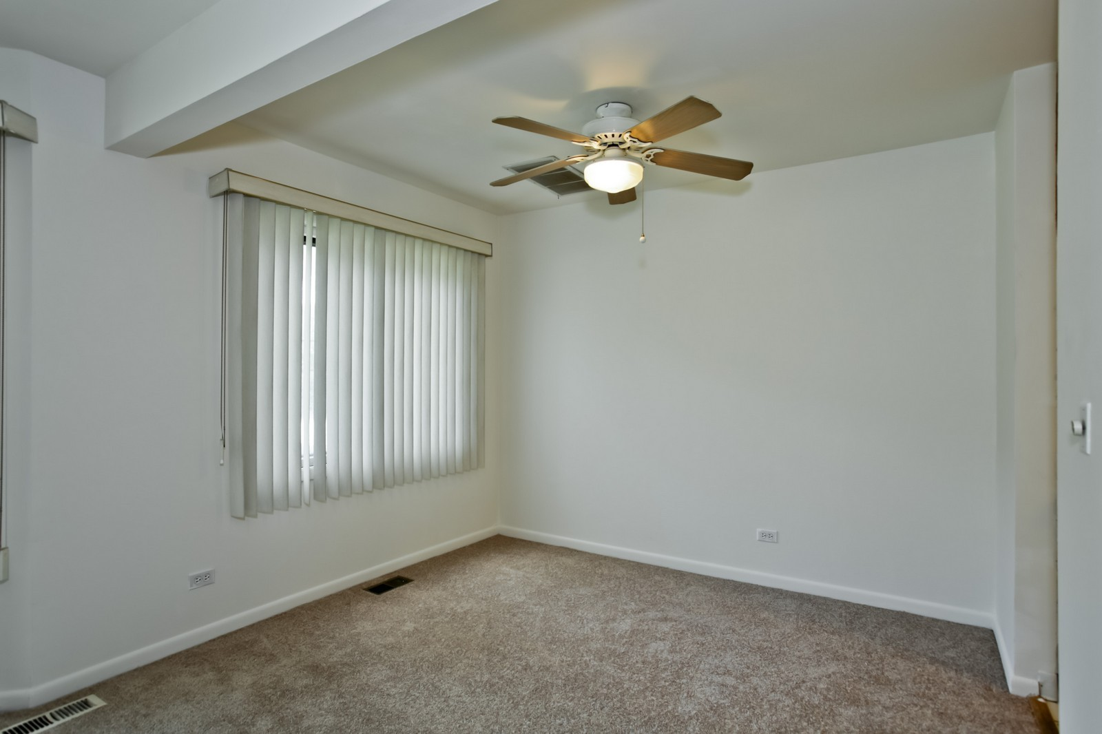 Real Estate Photography - 2811 Hobson Rd, Unit 3, Woodridge, IL, 60517 - Dining Room