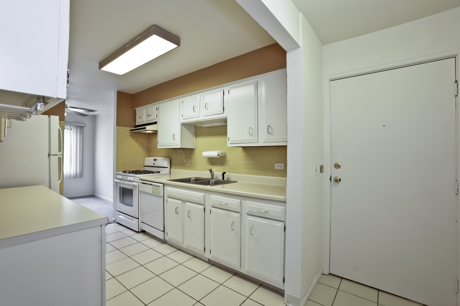 Real Estate Photography - 2811 Hobson Rd, Unit 3, Woodridge, IL, 60517 - Kitchen