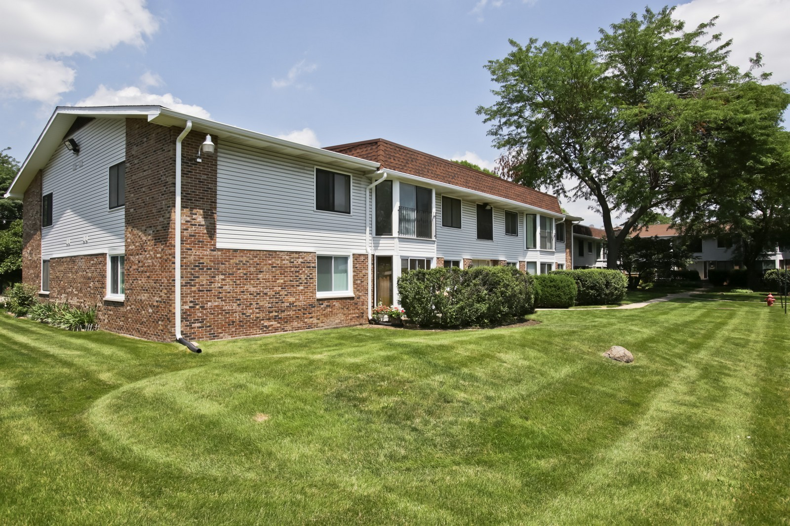 Real Estate Photography - 2811 Hobson Rd, Unit 3, Woodridge, IL, 60517 - Front View
