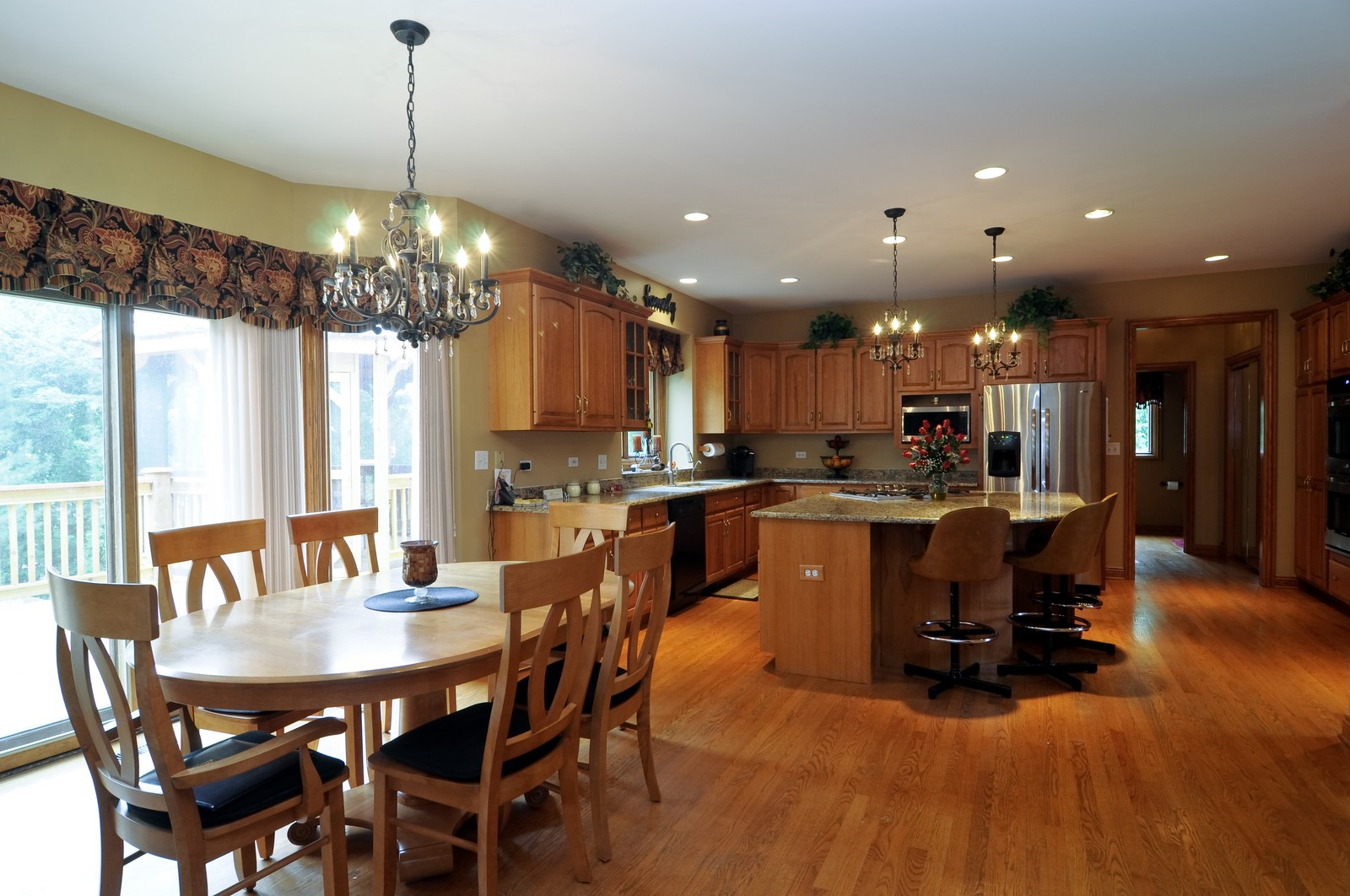 Real Estate Photography - 1026 Oakland Dr, Barrington, IL, 60010 - Kitchen