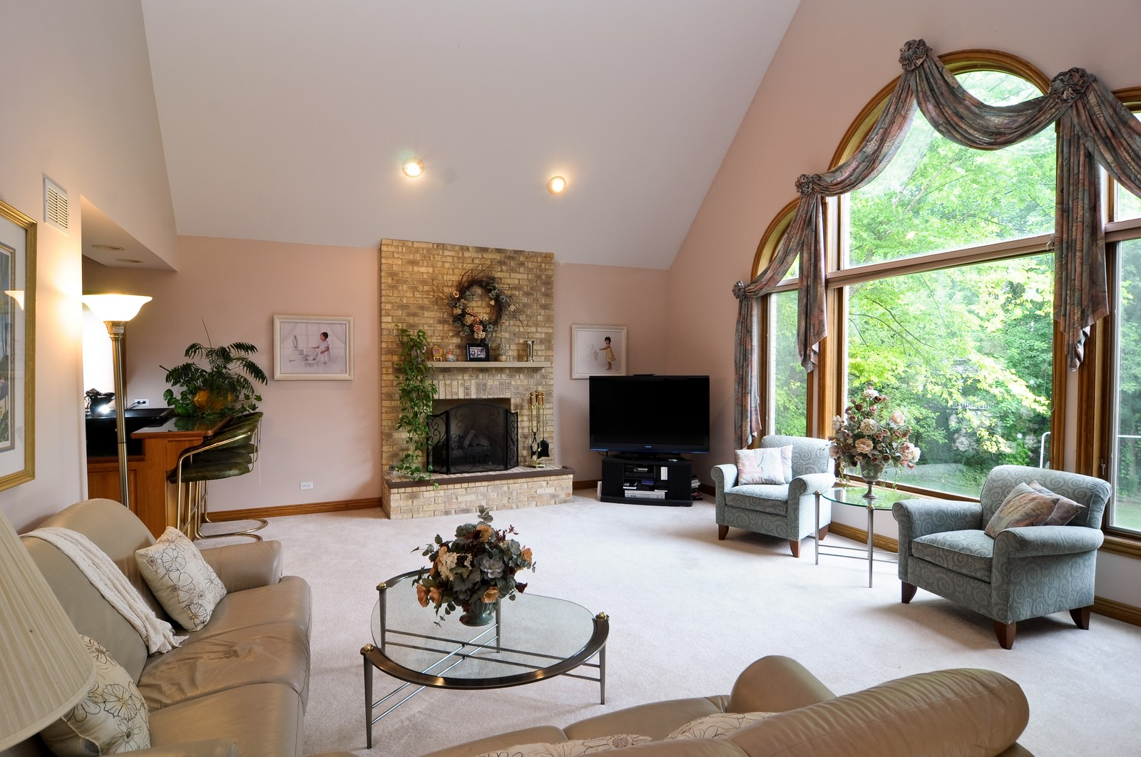 Real Estate Photography - 1026 Oakland Dr, Barrington, IL, 60010 - Great Room