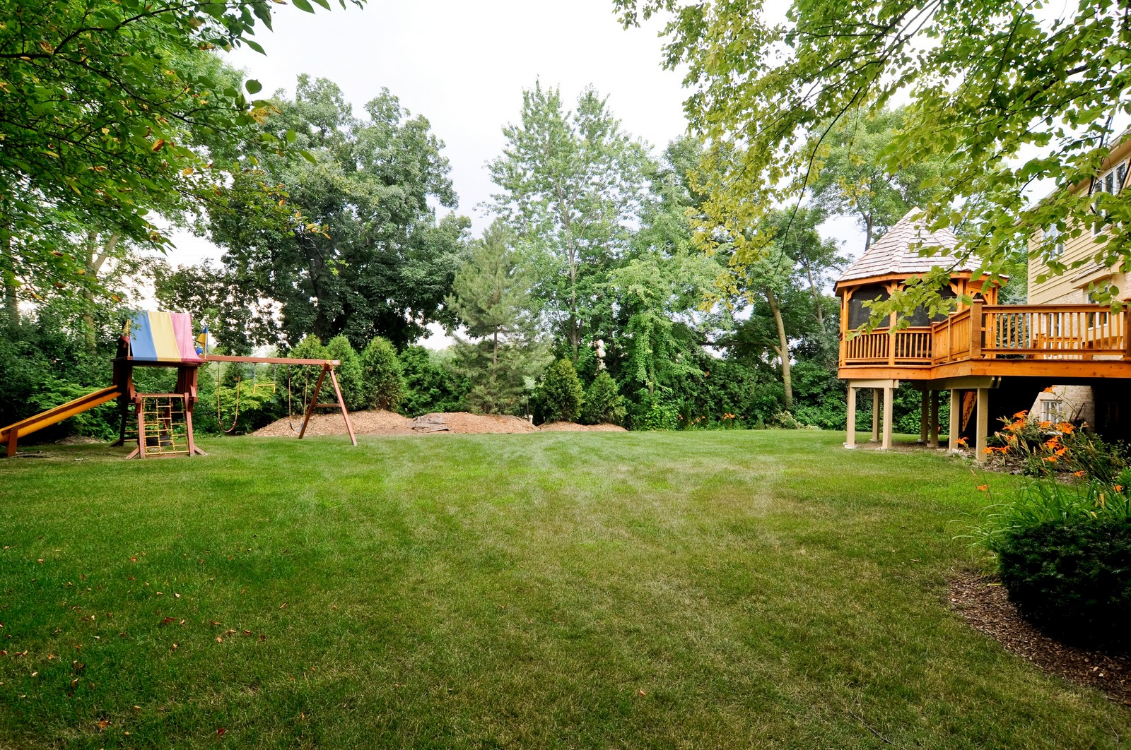 Real Estate Photography - 1026 Oakland Dr, Barrington, IL, 60010 - Back Yard