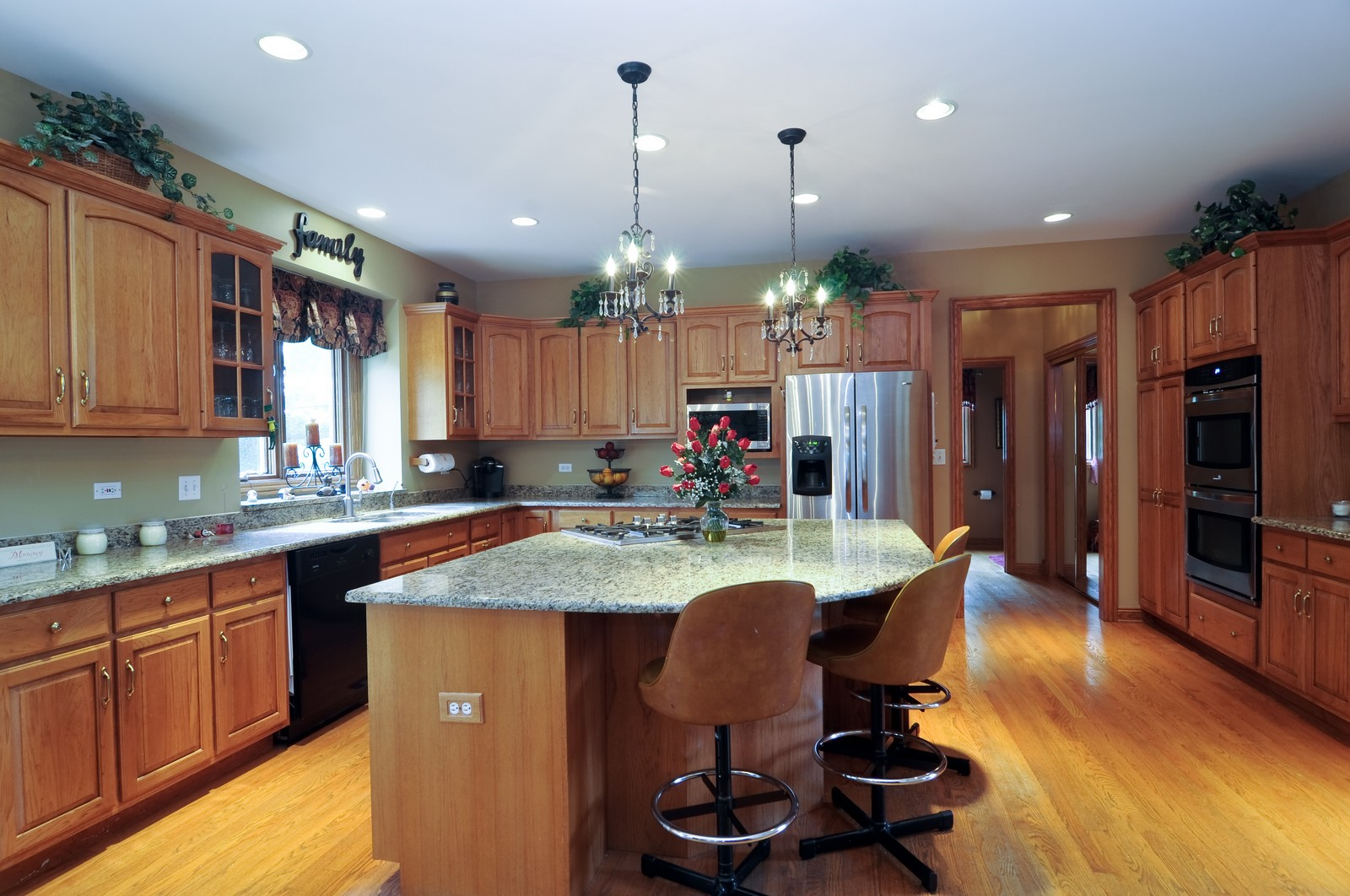 Real Estate Photography - 1026 Oakland Dr, Barrington, IL, 60010 - Kitchen