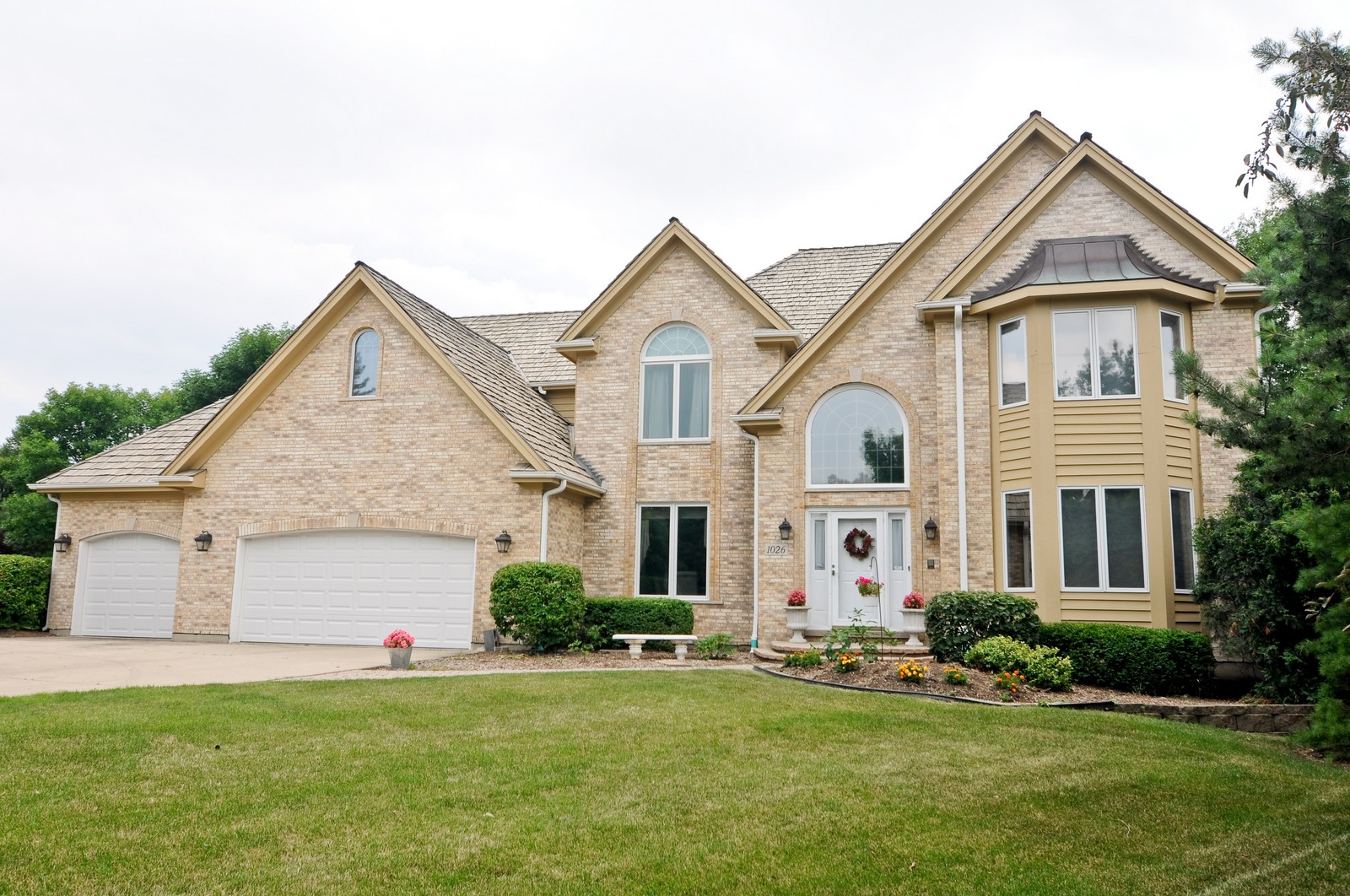 Real Estate Photography - 1026 Oakland Dr, Barrington, IL, 60010 - Front View