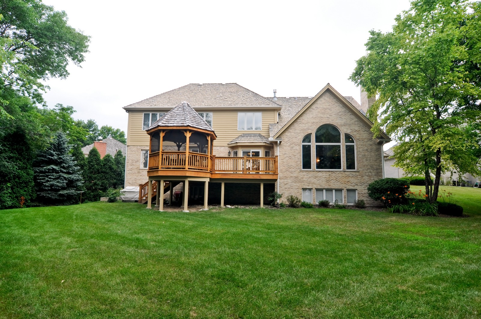 Real Estate Photography - 1026 Oakland Dr, Barrington, IL, 60010 - Rear View