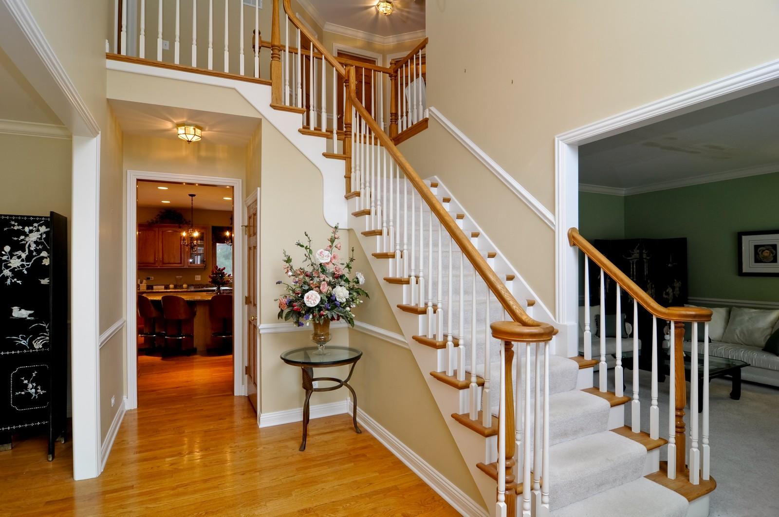 Real Estate Photography - 1026 Oakland Dr, Barrington, IL, 60010 - Entryway