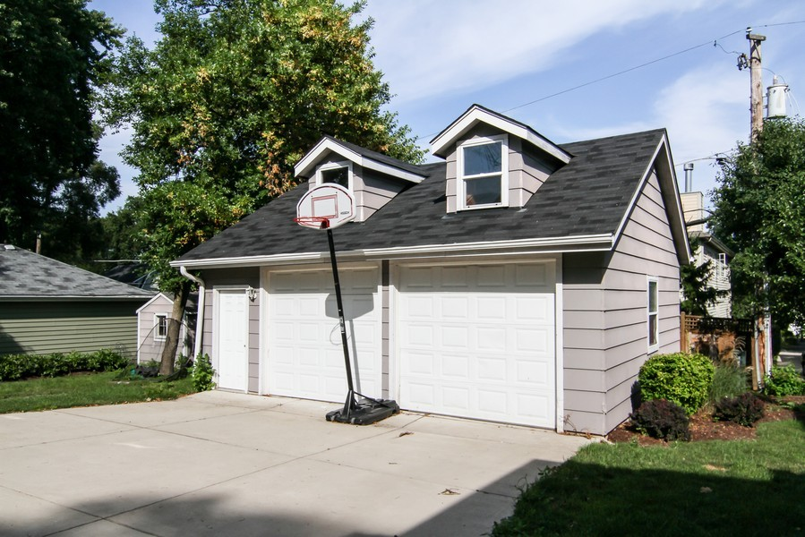 Real Estate Photography - 4529 Bryan Pl, Downers Grove, IL, 60515 - Garage