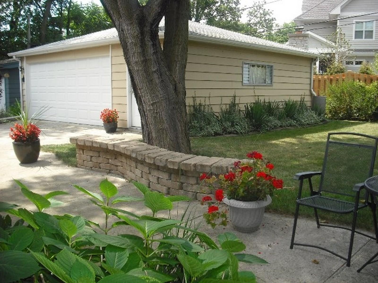 Real Estate Photography - 368 Lorraine St, Glen Ellyn, IL, 60137 - Patio/Back Yard