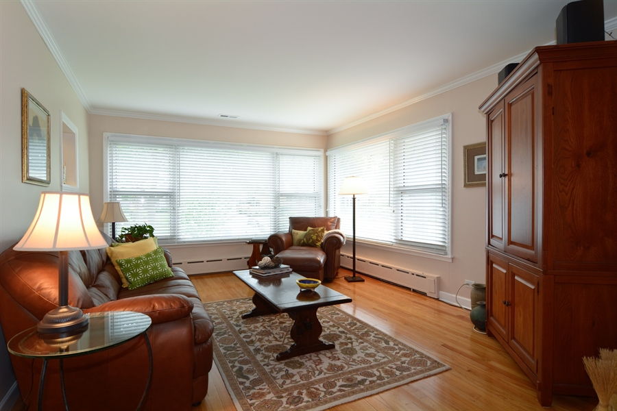 Real Estate Photography - 368 Lorraine St, Glen Ellyn, IL, 60137 - Living Room
