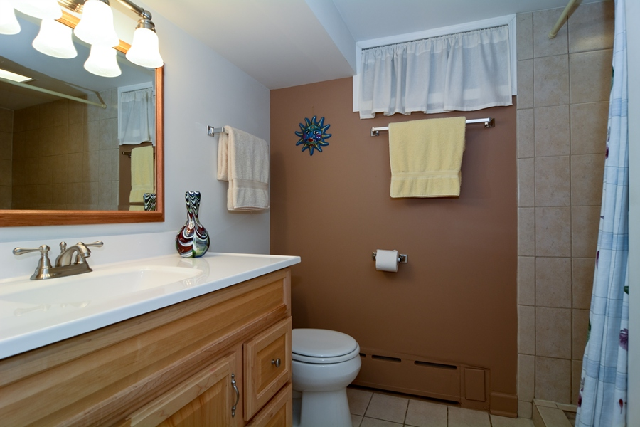 Real Estate Photography - 368 Lorraine St, Glen Ellyn, IL, 60137 - Full Bath Two