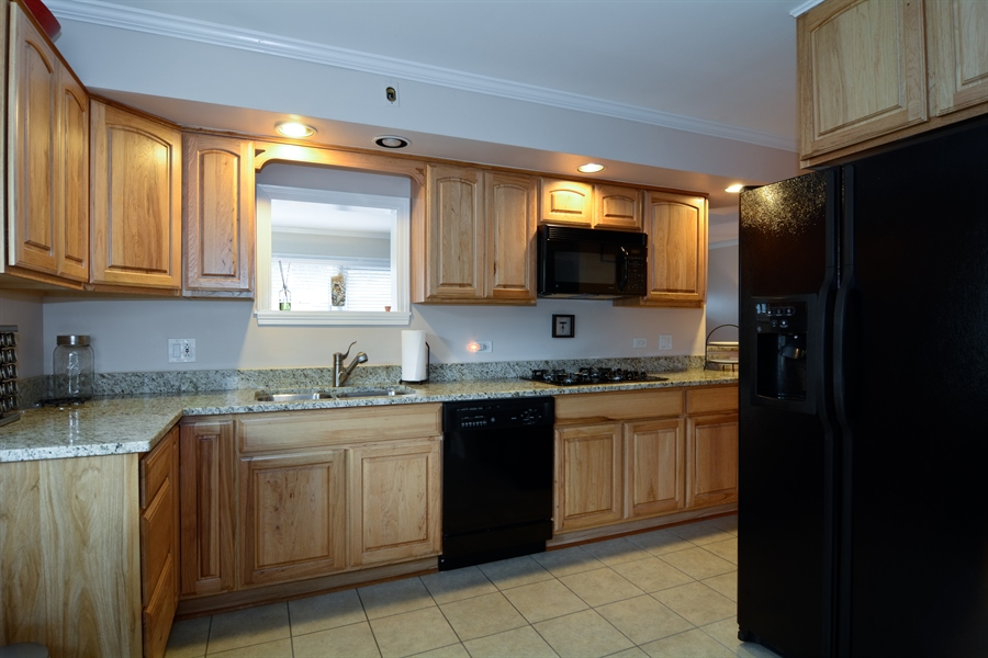 Real Estate Photography - 368 Lorraine St, Glen Ellyn, IL, 60137 - Kitchen