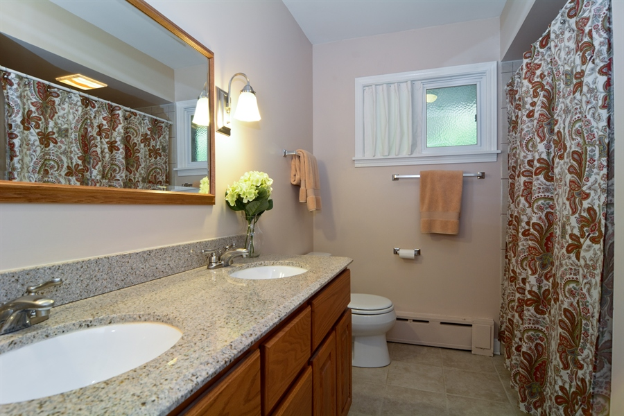 Real Estate Photography - 368 Lorraine St, Glen Ellyn, IL, 60137 - Bathroom
