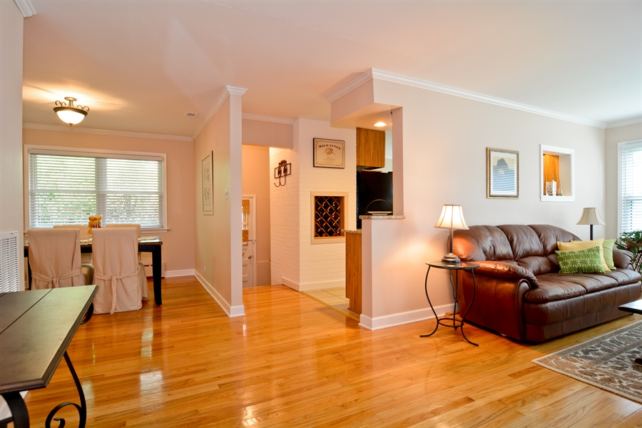 Real Estate Photography - 368 Lorraine St, Glen Ellyn, IL, 60137 - Entryway