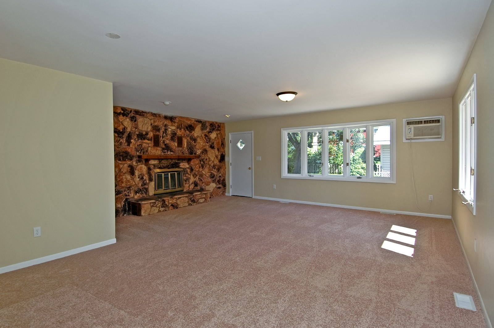 Real Estate Photography - 35W714 Crispin Dr, Elgin, IL, 60123 - Family Room