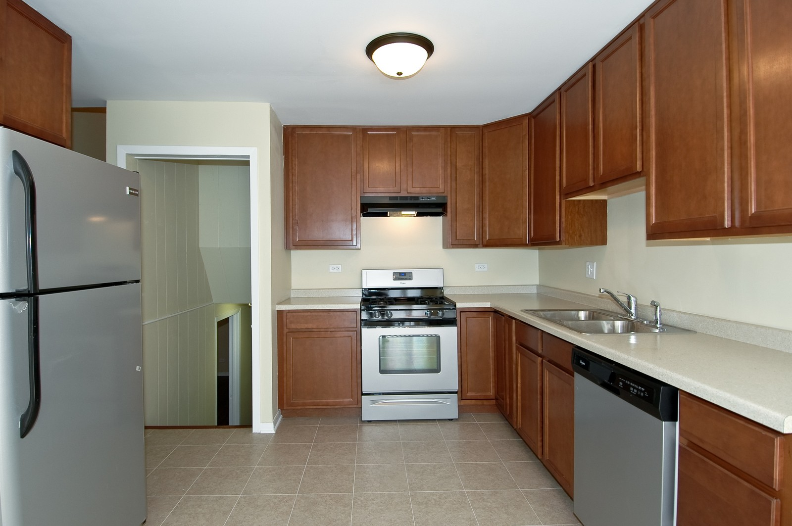 Real Estate Photography - 35W714 Crispin Dr, Elgin, IL, 60123 - Kitchen