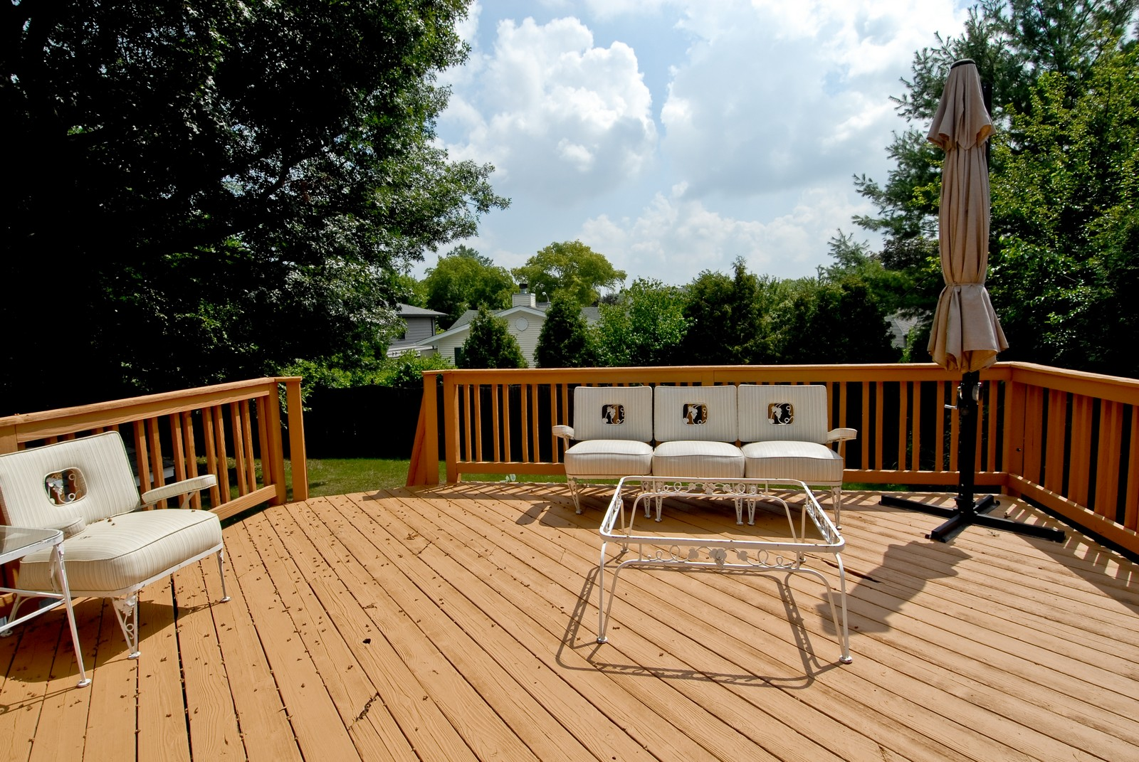 Real Estate Photography - 1112 S 11TH St, St Charles, IL, 60174 - Deck