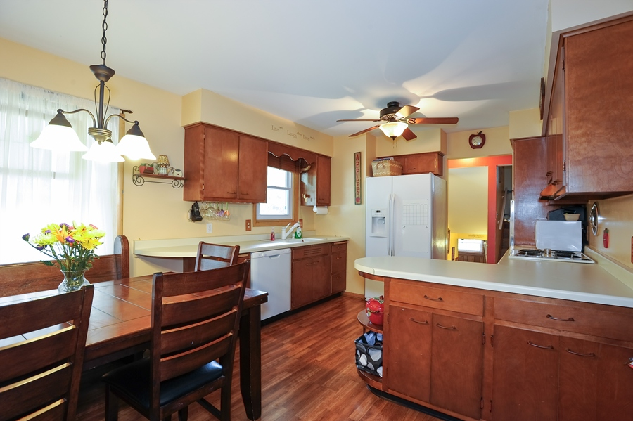 Real Estate Photography - 722 Sunnymeade Trl, Dekalb, IL, 60115 - Kitchen