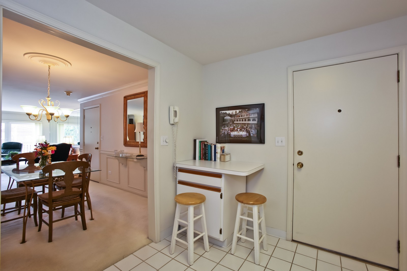 Real Estate Photography - 519 N Main St, Unit 2DN, Glen Ellyn, IL, 60137 - Kitchen Eating Nook