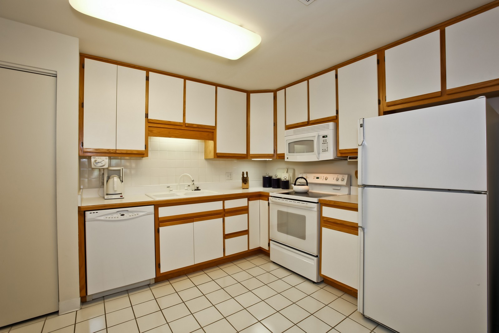 Real Estate Photography - 519 N Main St, Unit 2DN, Glen Ellyn, IL, 60137 - Kitchen