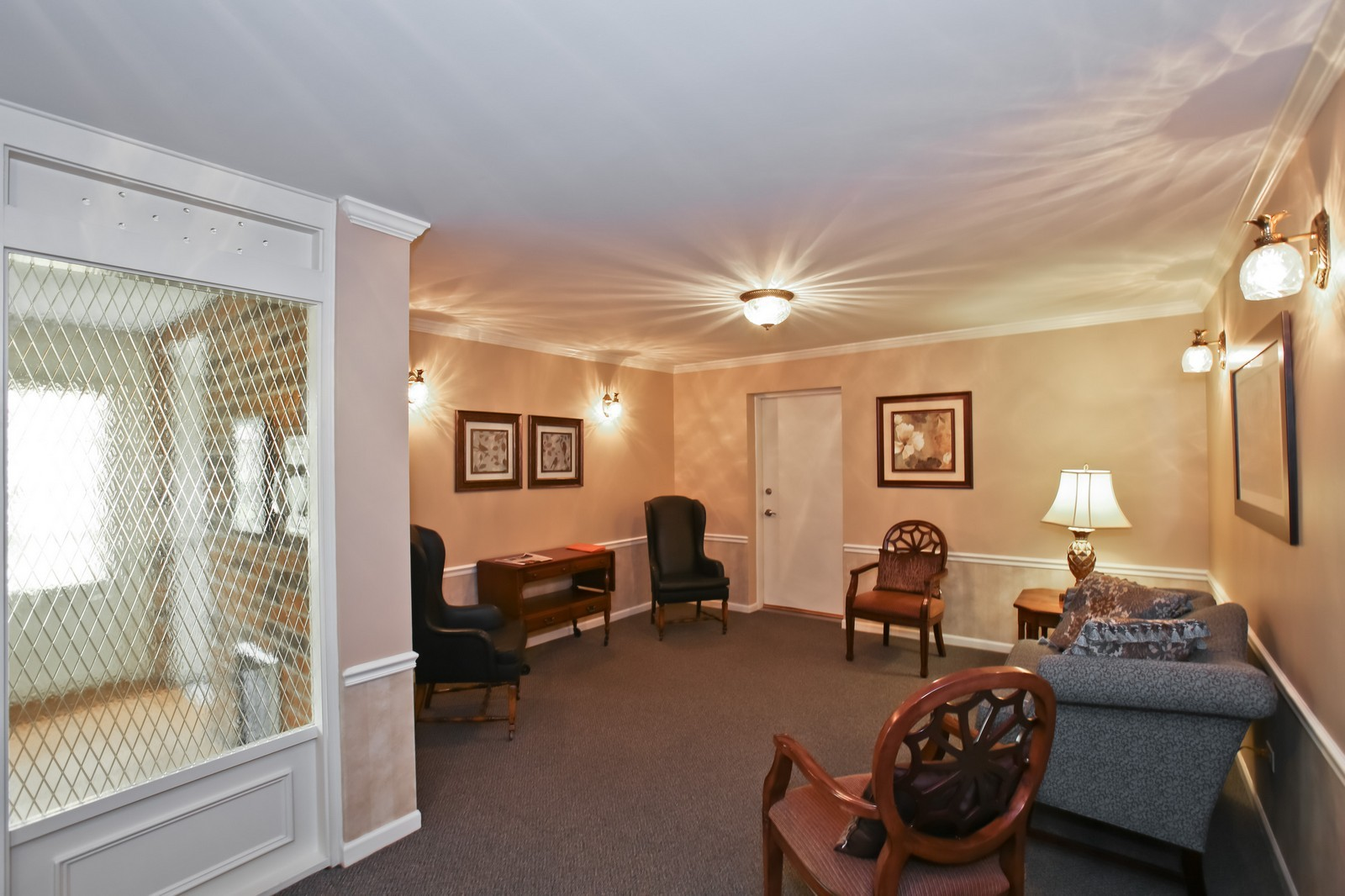 Real Estate Photography - 519 N Main St, Unit 2DN, Glen Ellyn, IL, 60137 - Building Lobby