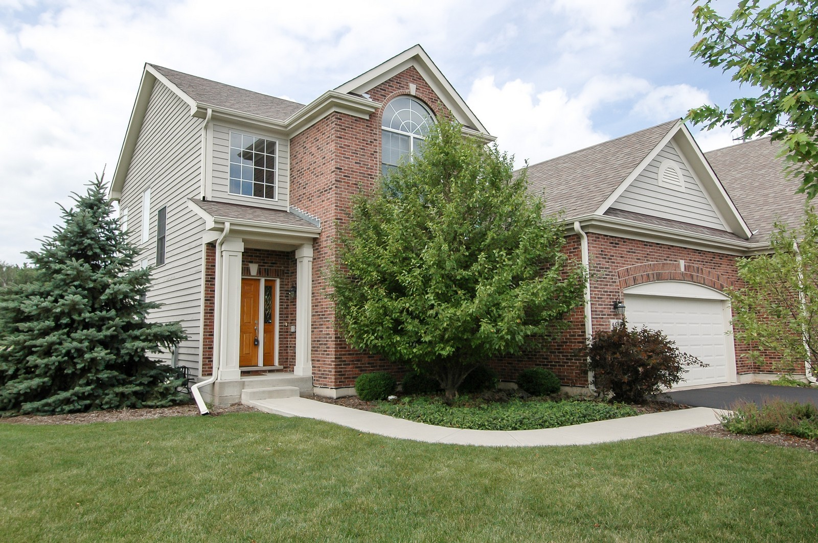 Real Estate Photography - 4435 Coyote Lakes Cir, Lake in the Hills, IL, 60156 - Front View