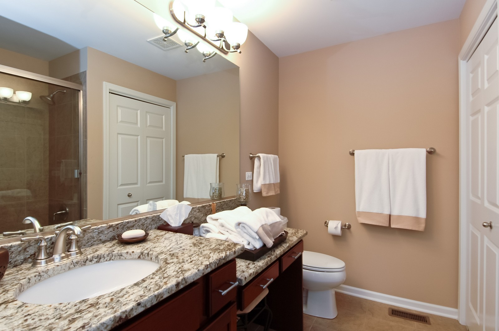 Real Estate Photography - 4435 Coyote Lakes Cir, Lake in the Hills, IL, 60156 - 2nd Bathroom