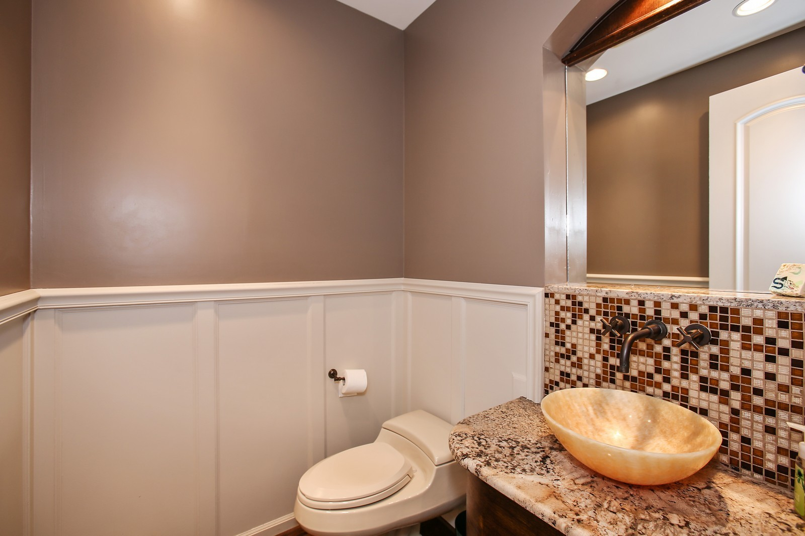 Real Estate Photography - 719 S Hillside Ave, Elmhurst, IL, 60126 - 4th Bathroom