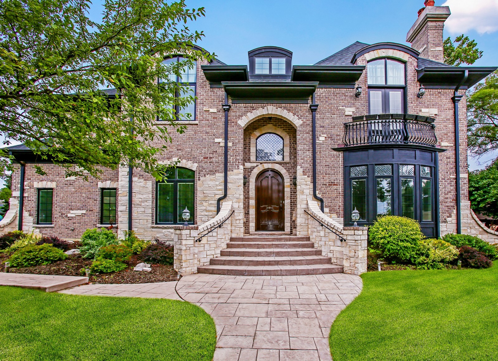 Real Estate Photography - 719 S Hillside Ave, Elmhurst, IL, 60126 - Front View