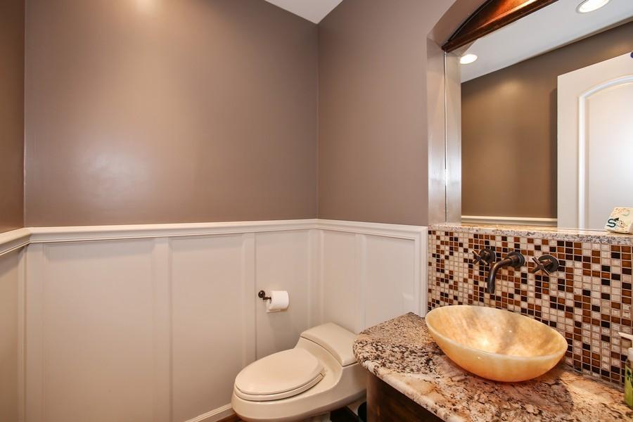 Real Estate Photography - 719 S Hillside Ave, Elmhurst, IL, 60126 - 4th Bathroom