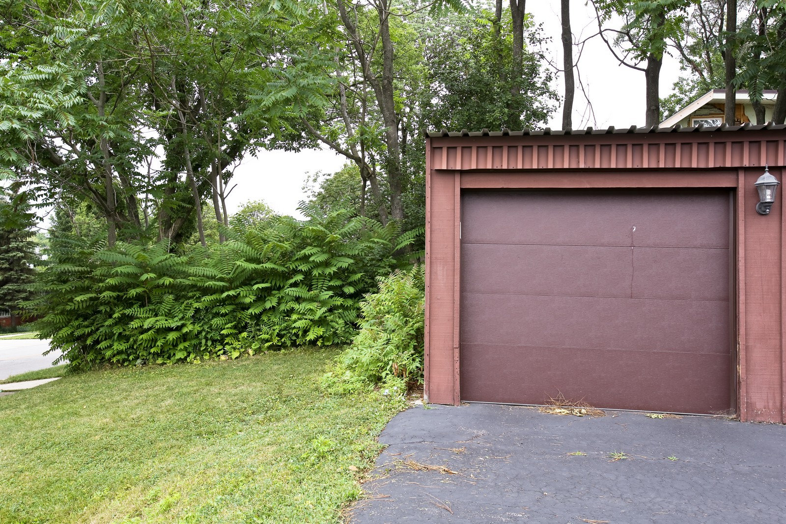 Real Estate Photography - 4946 Douglas Rd, Unit 102, Downers Grove, IL, 60515 - Garage