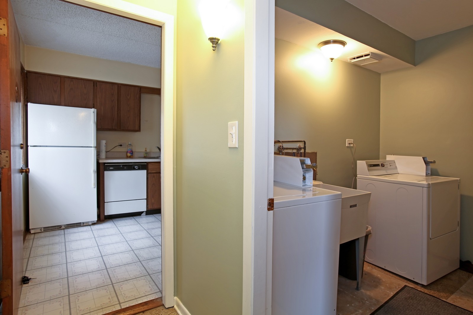 Real Estate Photography - 4946 Douglas Rd, Unit 102, Downers Grove, IL, 60515 - Laundry Room