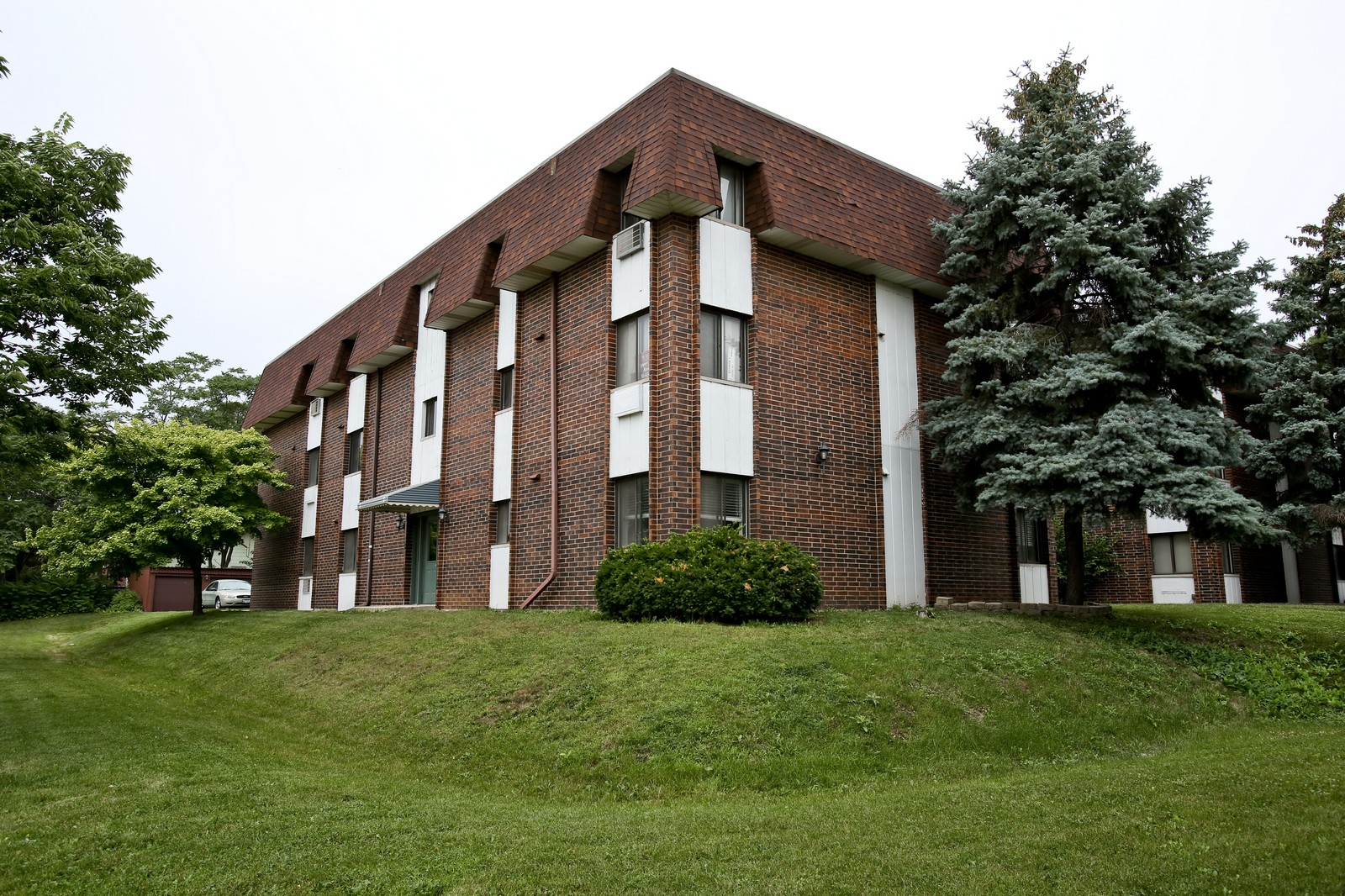 Real Estate Photography - 4946 Douglas Rd, Unit 102, Downers Grove, IL, 60515 - Front View