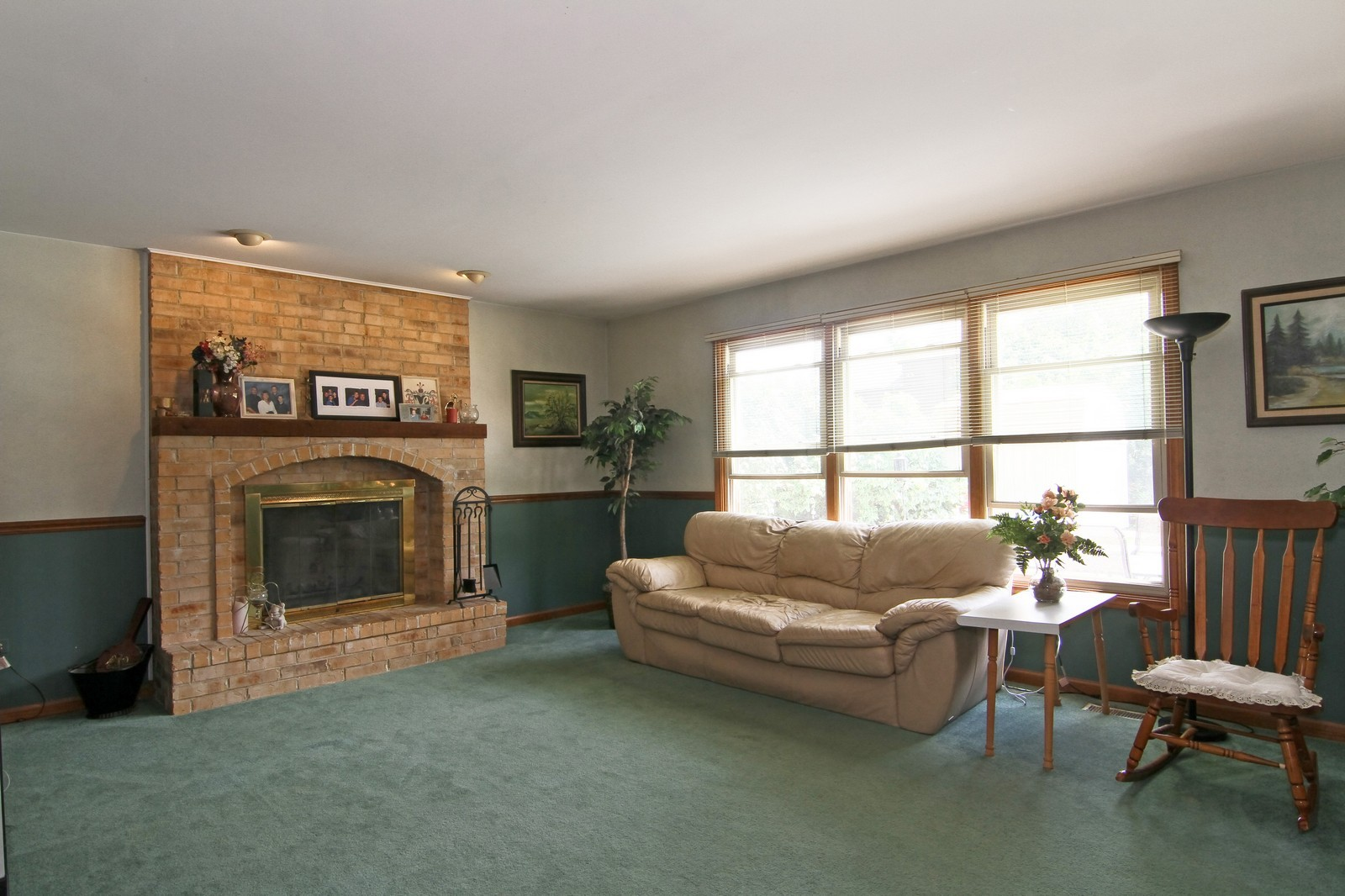 Real Estate Photography - 527 Lindley Rd, Westmont, IL, 60559 - Family Room
