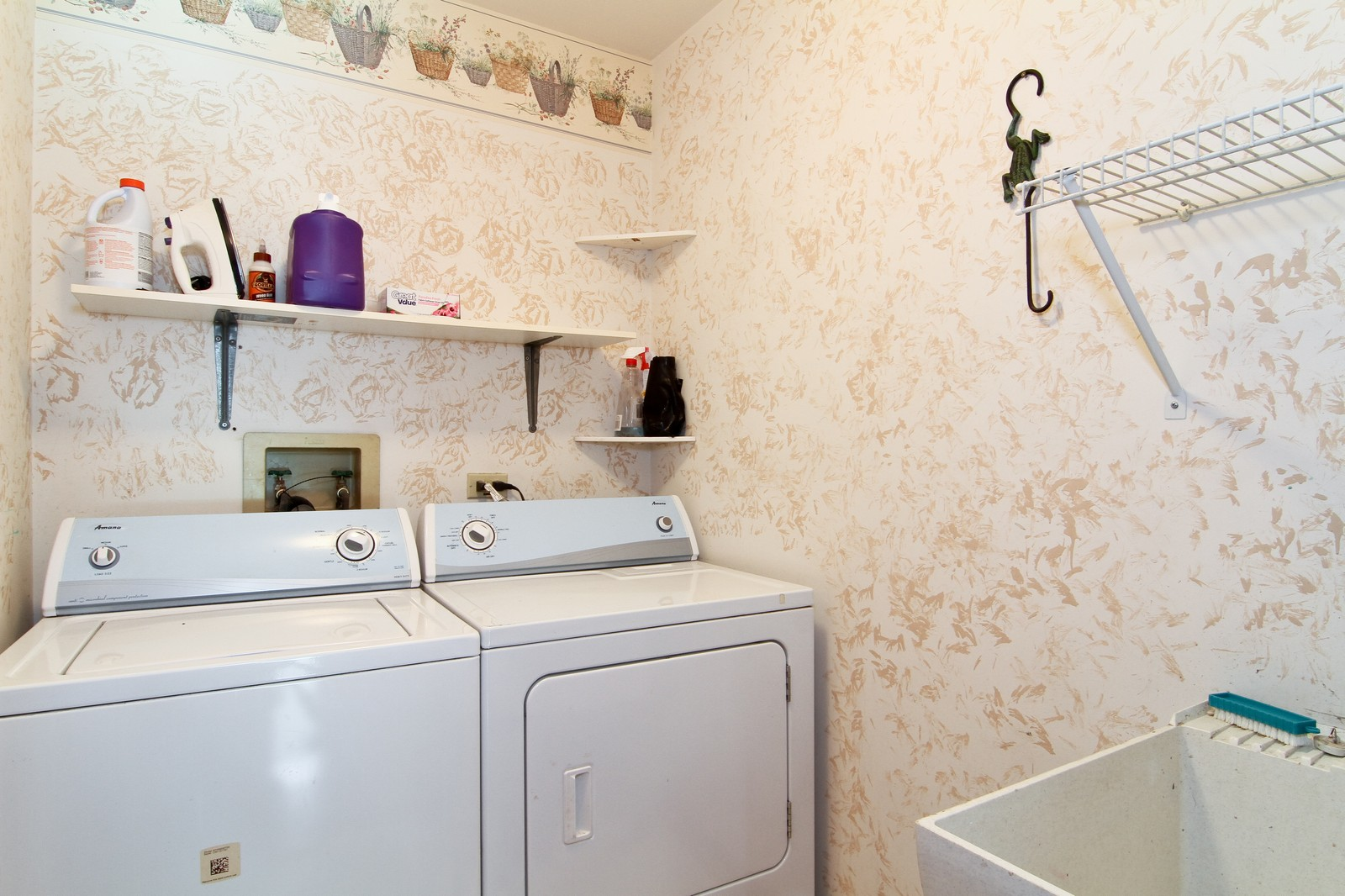 Real Estate Photography - 527 Lindley Rd, Westmont, IL, 60559 - Laundry Room