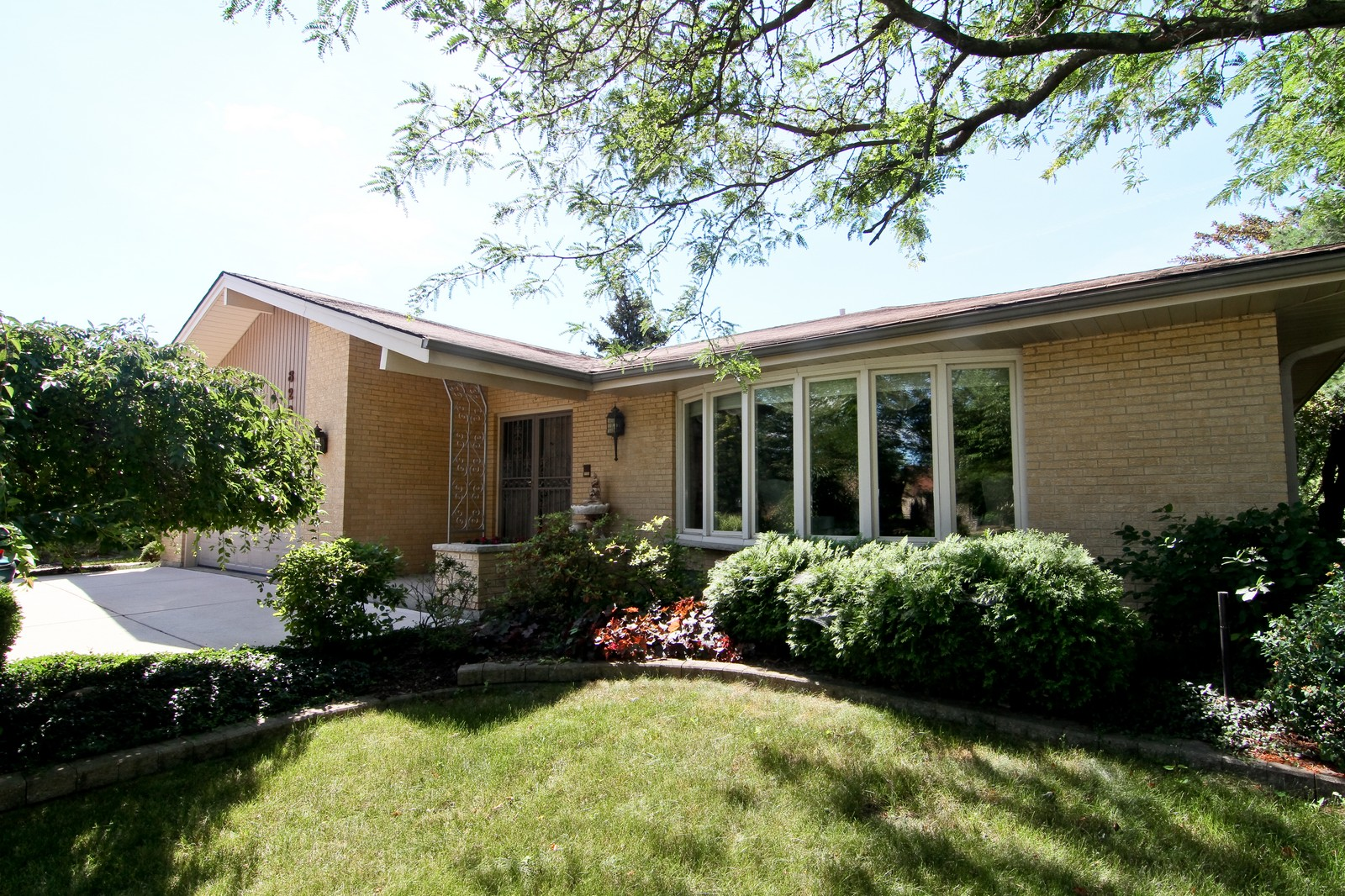 Real Estate Photography - 829 Columbia, Darien, IL, 60561 - Front View