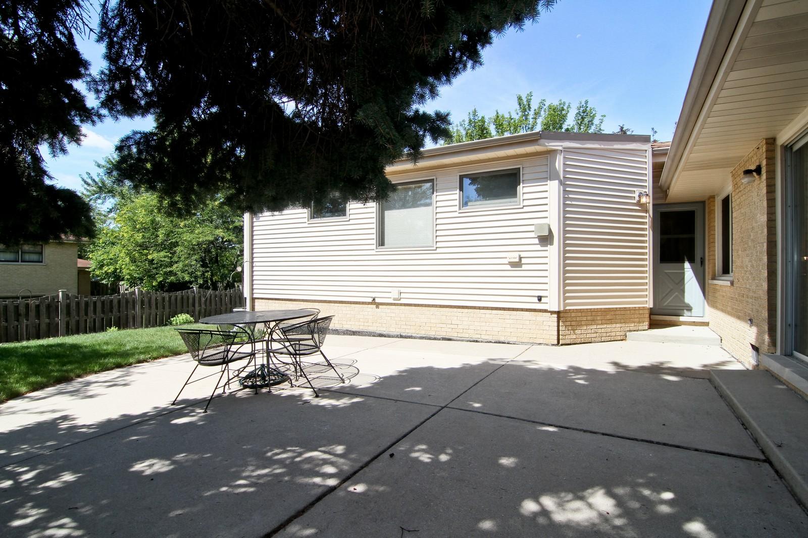Real Estate Photography - 829 Columbia, Darien, IL, 60561 - Patio