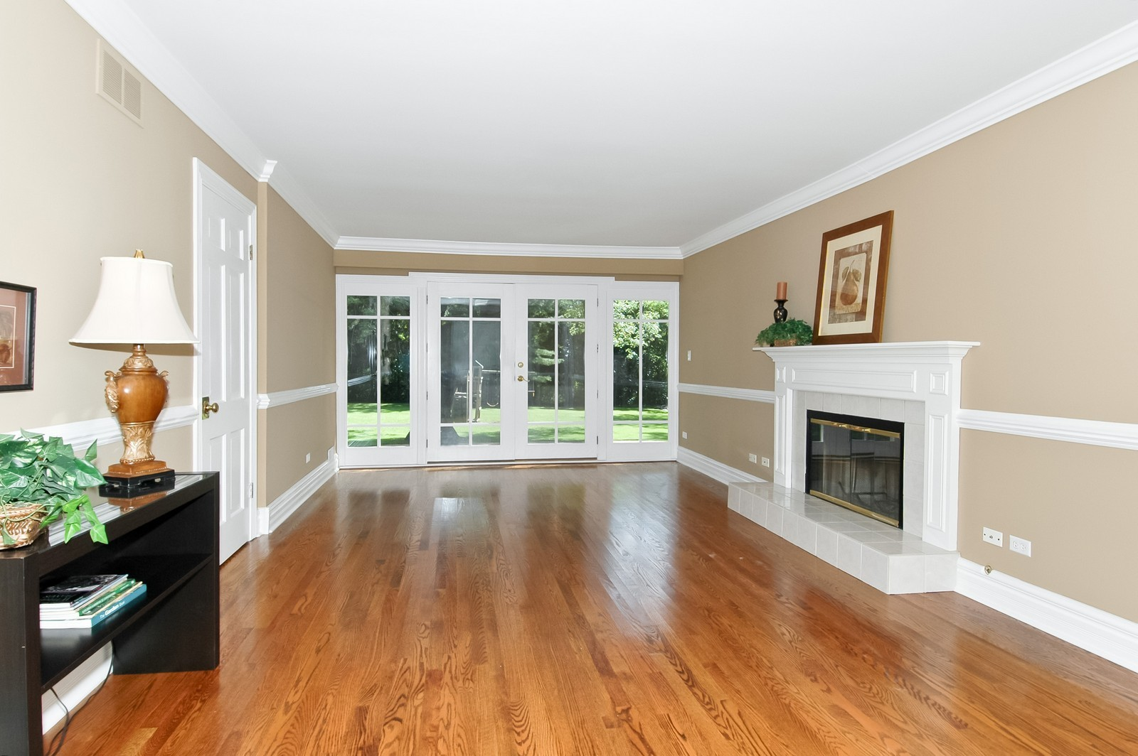 Real Estate Photography - 621 Miller Rd, North Barrington, IL, 60010 - Living Room