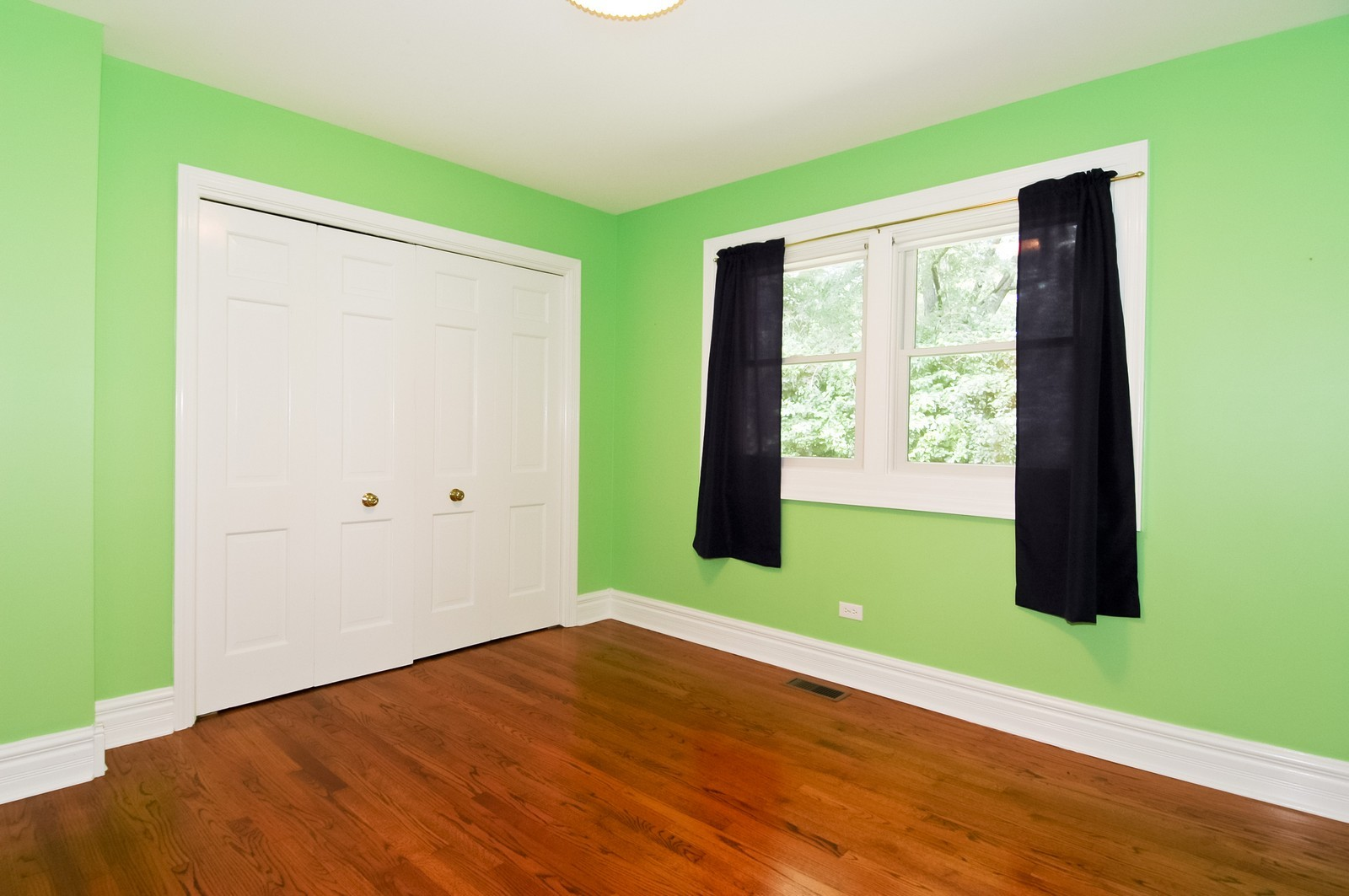 Real Estate Photography - 621 Miller Rd, North Barrington, IL, 60010 - 2nd Bedroom