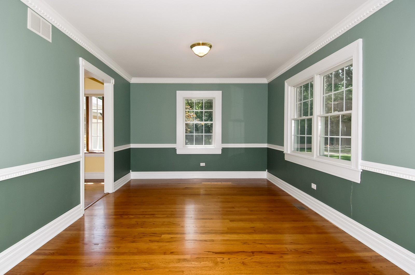 Real Estate Photography - 621 Miller Rd, North Barrington, IL, 60010 - Dining Room