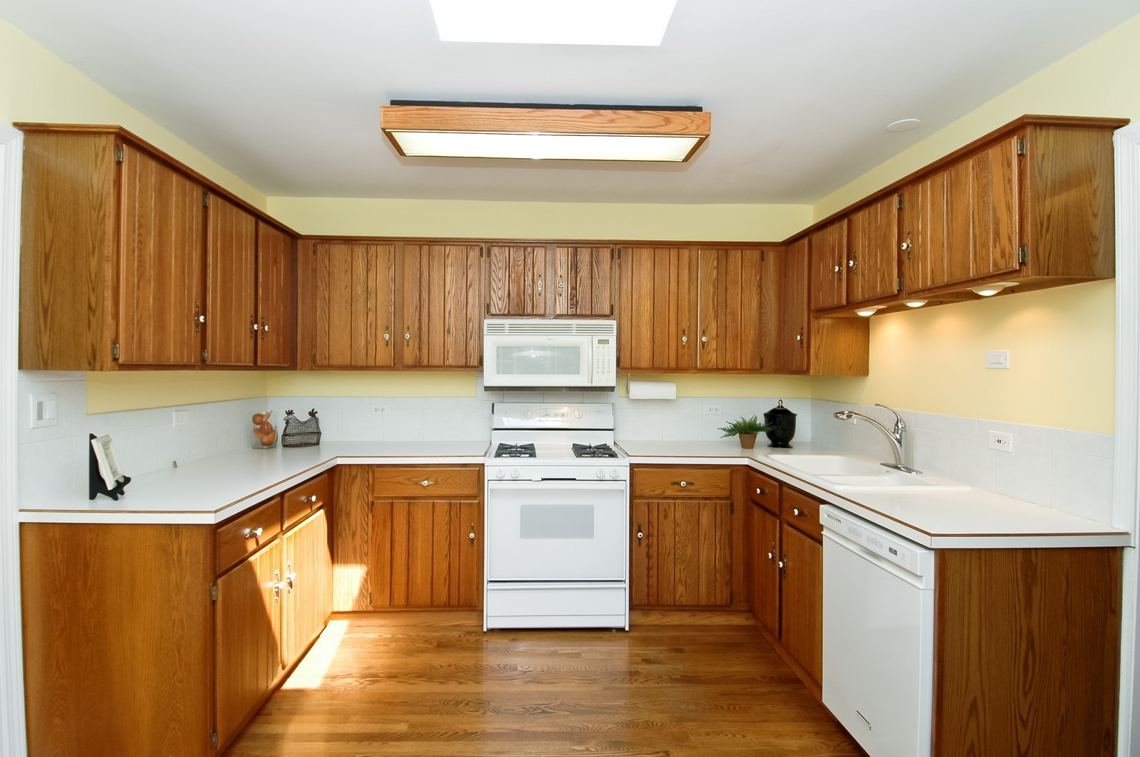 Real Estate Photography - 621 Miller Rd, North Barrington, IL, 60010 - Kitchen