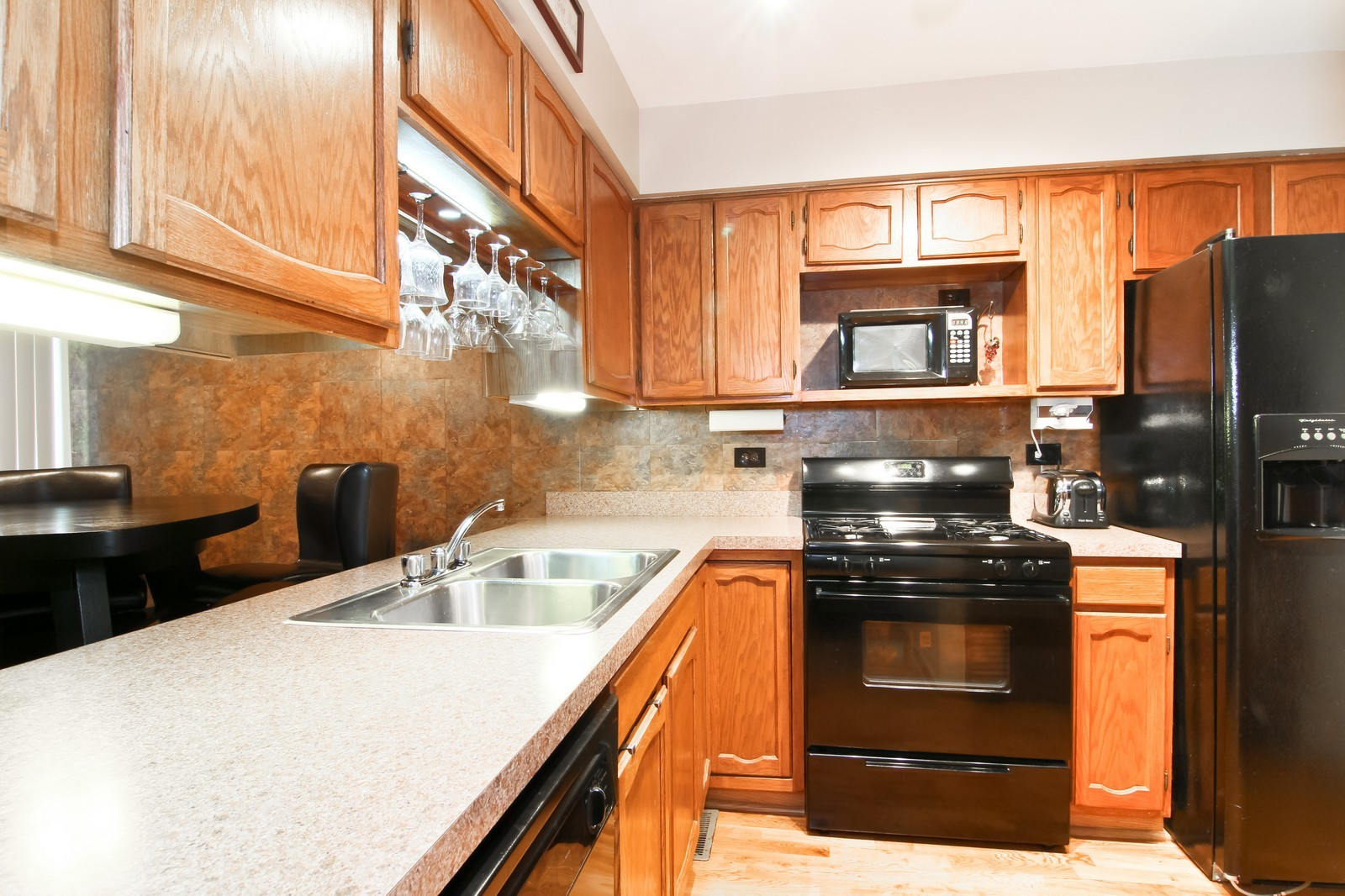 Real Estate Photography - 232 Carlisle Ave, Unit 232, Westmont, IL, 60559 - Kitchen