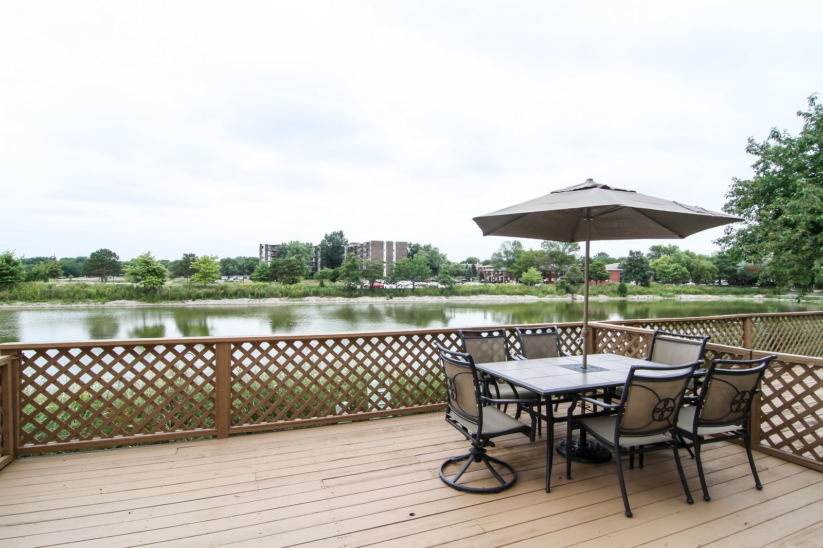 Real Estate Photography - 232 Carlisle Ave, Unit 232, Westmont, IL, 60559 - Patio