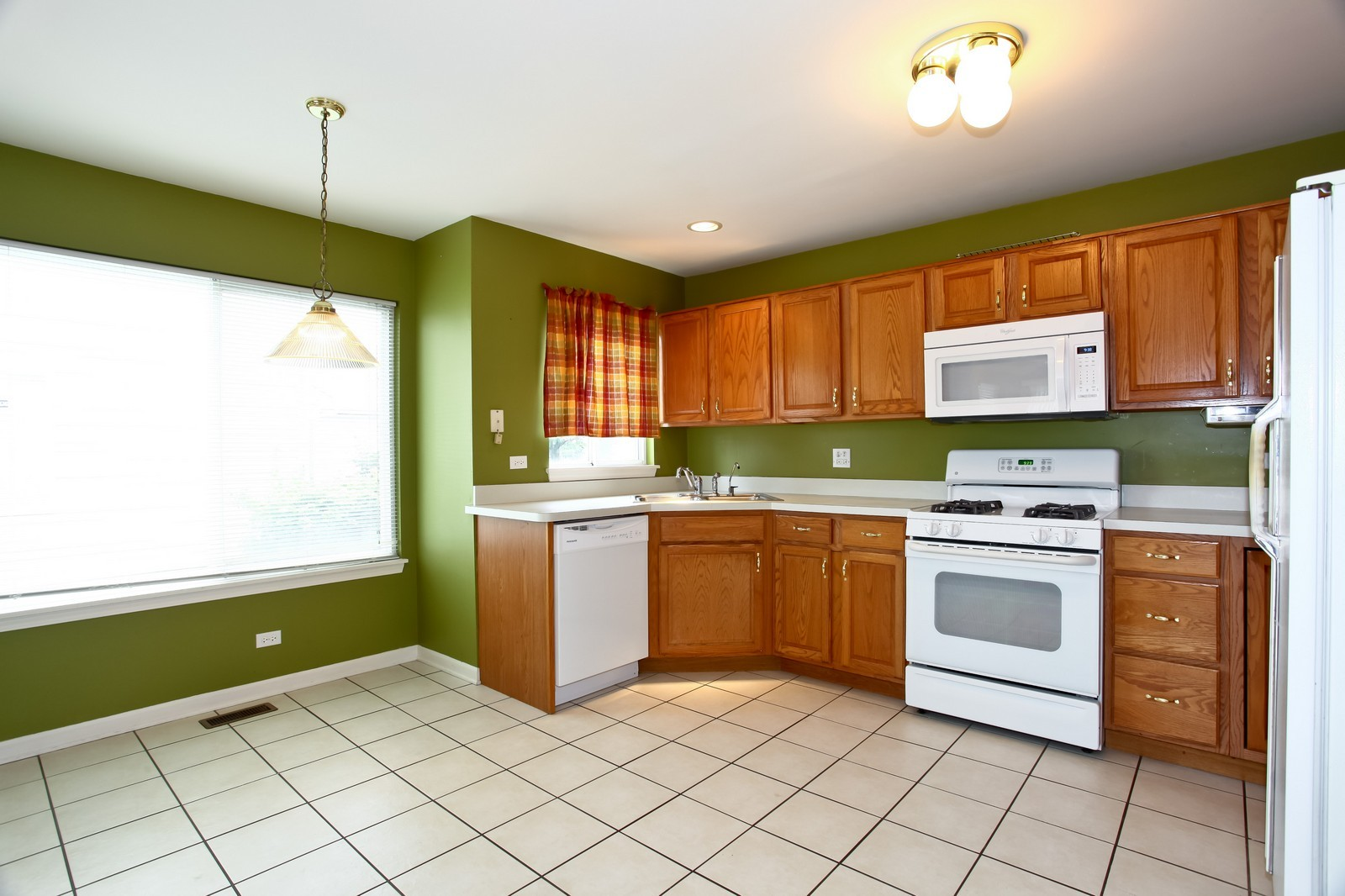 Real Estate Photography - 2412 Lexington Ln, Naperville, IL, 60540 - Kitchen / Breakfast Room