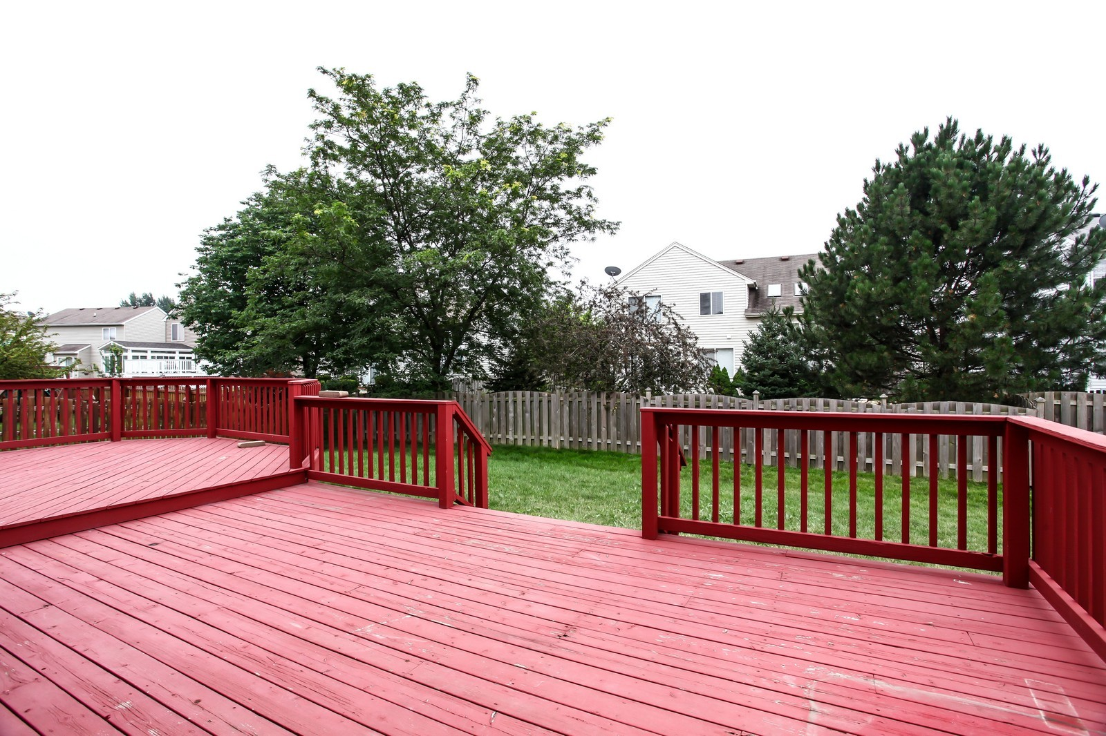 Real Estate Photography - 2412 Lexington Ln, Naperville, IL, 60540 - Deck