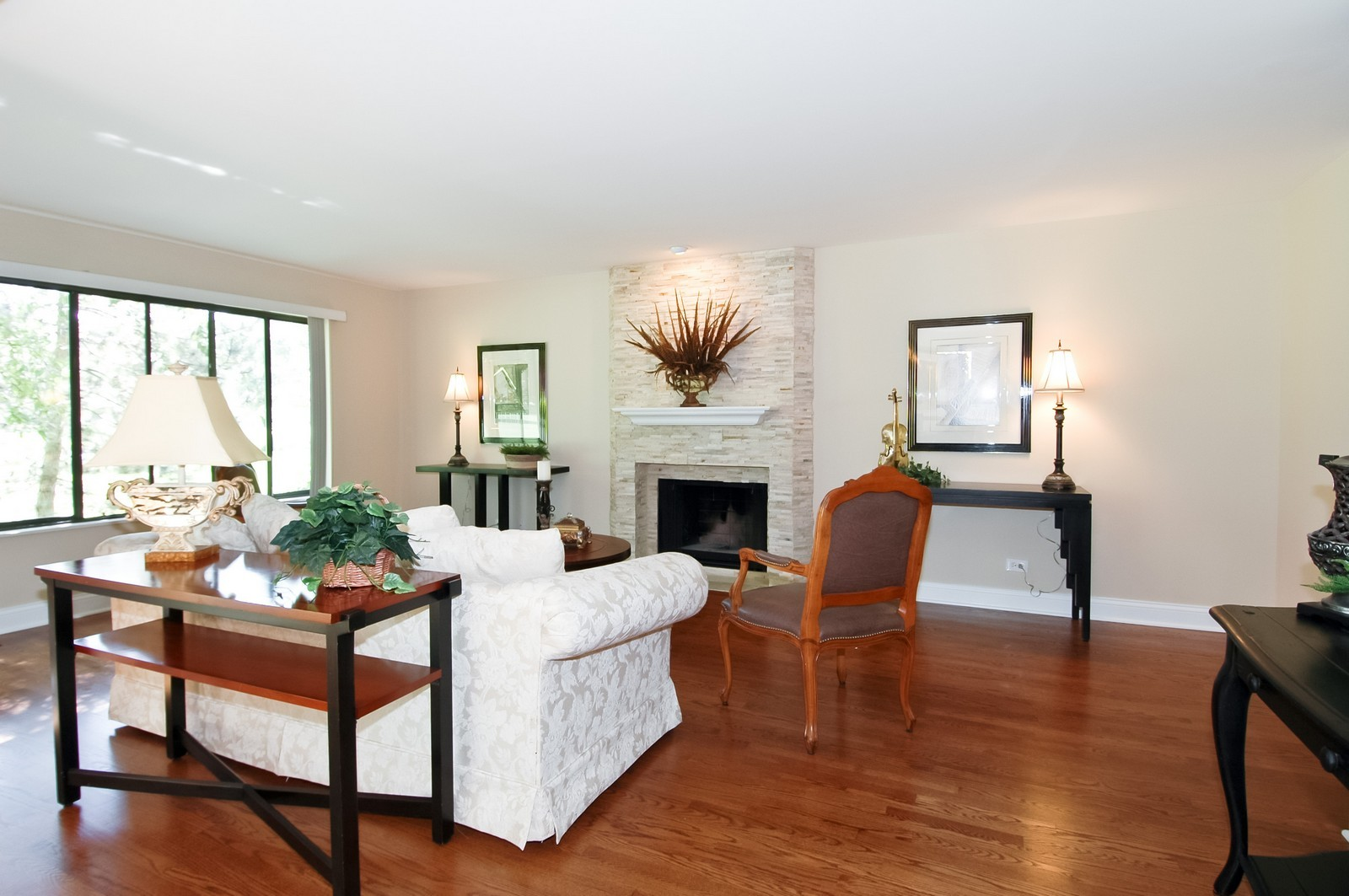 Real Estate Photography - 297 Oak Hill Rd, Lake Barrington, IL, 60010 - Living Room
