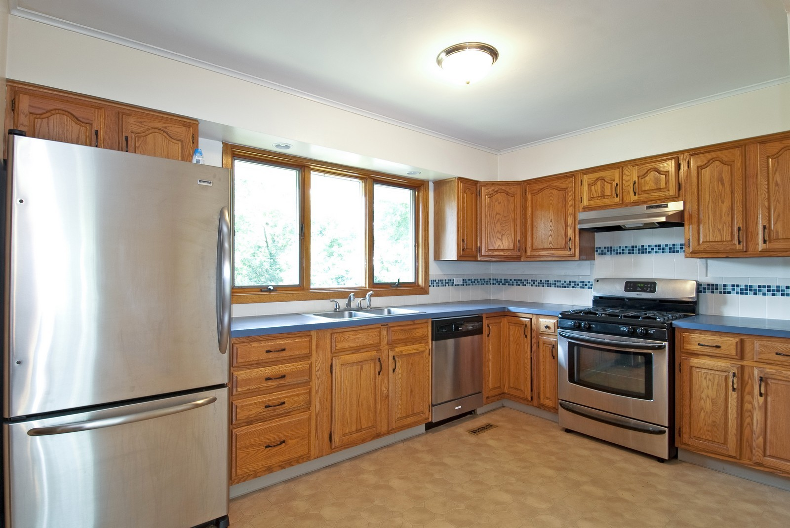 Real Estate Photography - 768 S Prairie Ave, Barrington, IL, 60010 - Kitchen