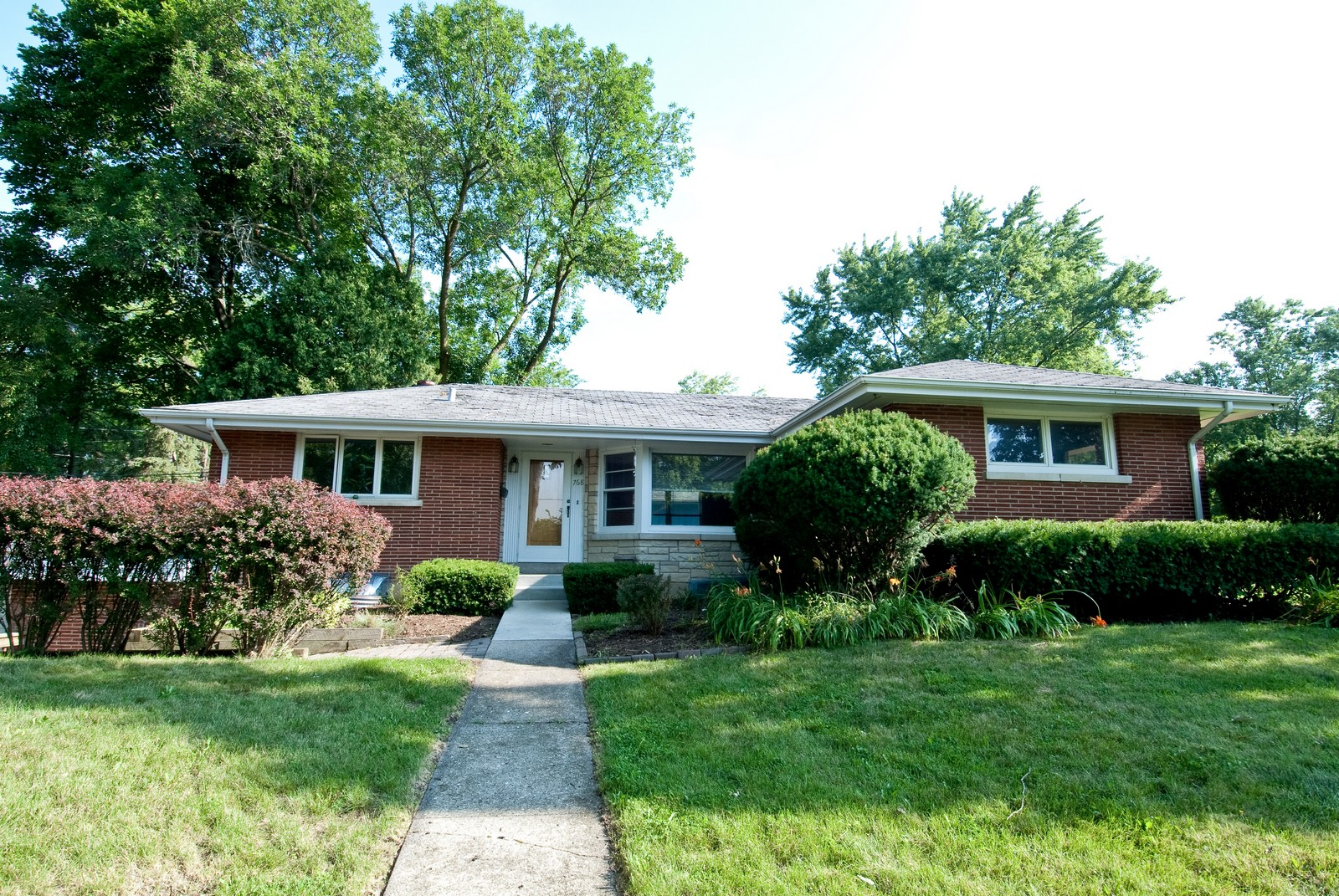 Real Estate Photography - 768 S Prairie Ave, Barrington, IL, 60010 - Front View