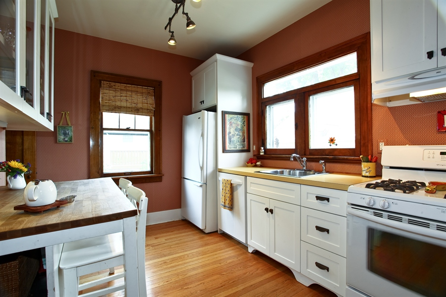 Real Estate Photography - 410 Grant St, Downers Grove, IL, 60515 - Kitchen
