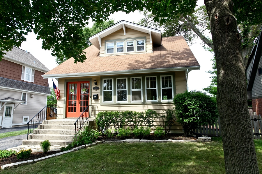 Real Estate Photography - 410 Grant St, Downers Grove, IL, 60515 - Front View